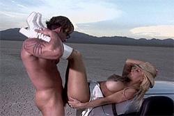 Jill Kelly scopata nel deserto